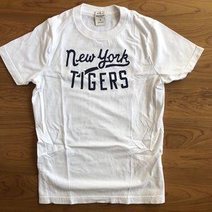 Abercrombie Boys size L t shirt